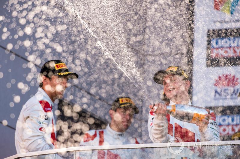 Podio: Ganadores Robert Freens, Stuart Leonard y Dris Vanthor, Audi Sport Team WRT