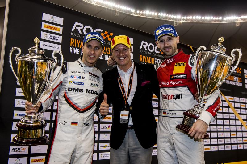 René Rast y Timo Bernhard con sus trofeos ganadores