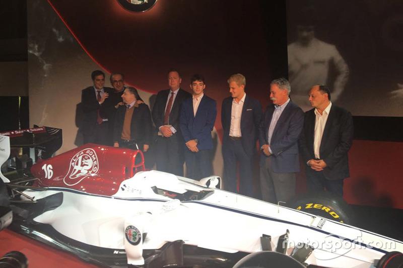 Marcus Ericsson y Charles Leclerc, Sauber, Jean Todt, Presidente, FIA, Chase Carey, CEO y Chairman de Formula One Group, Sergio Marchionne, CEO FIAT, Frederic Vasseur, Sauber Team Principal