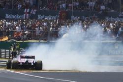 Sergio Pérez, Force India VJM11, hace un trompo al inicio de la carrera