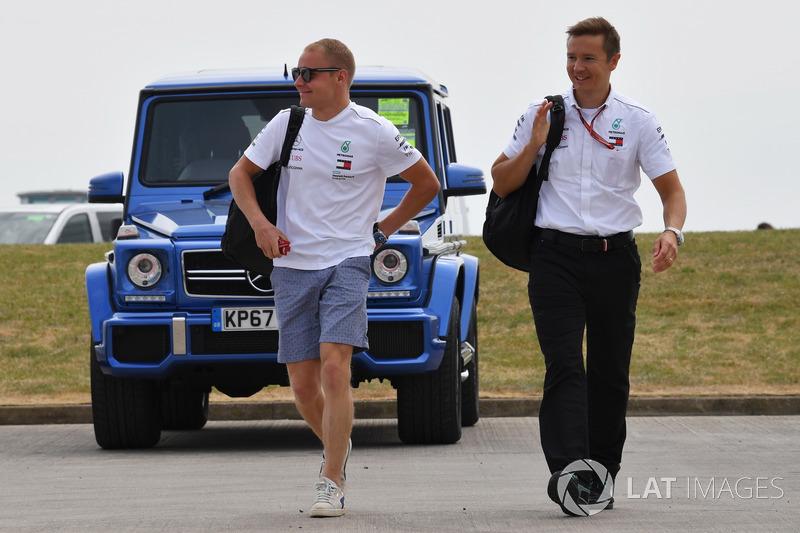 Valtteri Bottas, Mercedes-AMG F1 con su entrenador, Antti Vierula