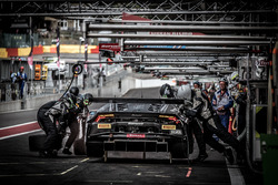 Pit stop, #78 Barwell Motorsport Lamborghini Huracan GT3: Michele Beretta, Martin Kodric, Sandy Mitchell, Rik Breukers