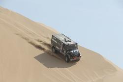 Федерико Вильягра, Рикардо Торлаши и Адриан Якопини, YPF Infinia Diesel Team de Rooy, Iveco Powerstar (№501)