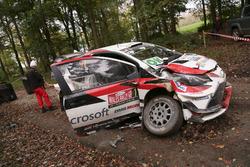 La voiture de Juho Hänninen, Kaj Lindström, Toyota Yaris WRC, Toyota Racing, après son accident