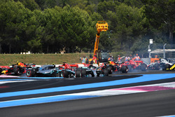 Lewis Hamilton, Mercedes-AMG F1 W09 leads at the start of the race as Sebastian Vettel, Ferrari SF71H hits Valtteri Bottas, Mercedes-AMG F1 W09