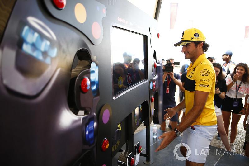 Carlos Sainz Jr., Renault Sport F1 Team, takes a reaction test