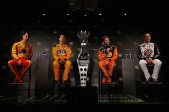(Da sinistra a destra): Joey Logano, Kyle Busch, Martin Truex JR, Kevin Harvick