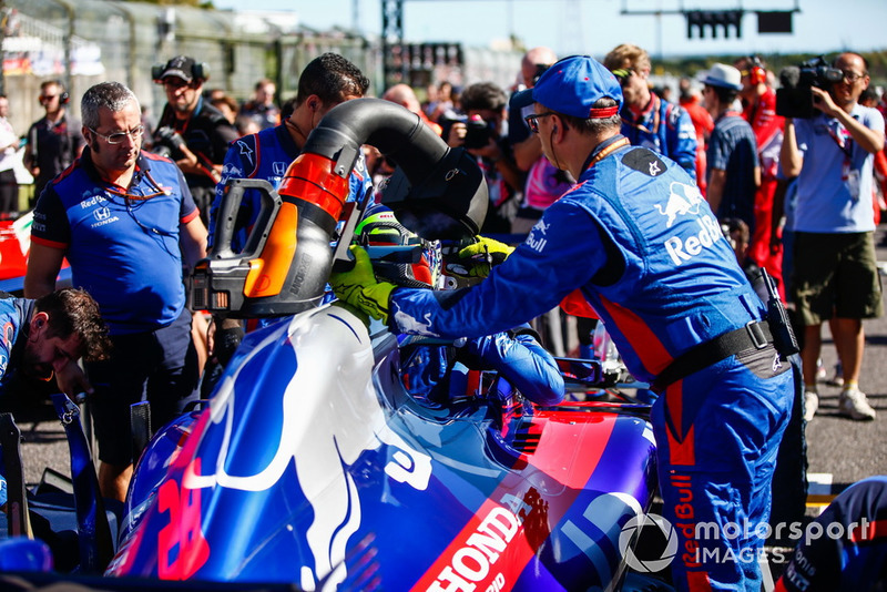 Mobil Brendon Hartley, Toro Rosso STR13, di grid