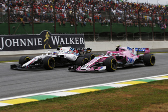 Sergey Sirotkin, Williams FW41 and Esteban Ocon, Racing Point Force India VJM11 battle