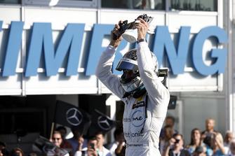 Champion Gary Paffett, Mercedes-AMG Team HWA, Mercedes-AMG C63 DTM