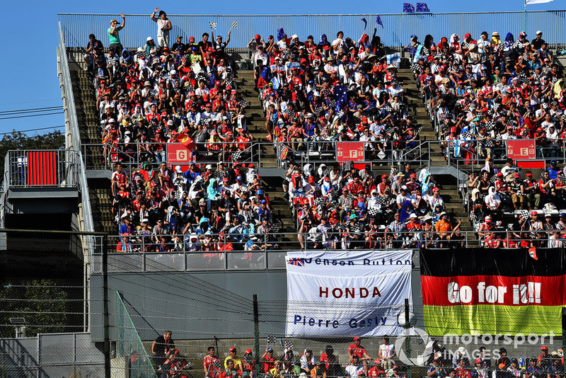 Pierre Gasly, Scuderia Toro Rosso fans and banner