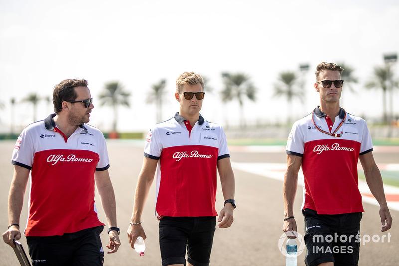 Marcus Ericsson, Sauber, ispeziona il circuito