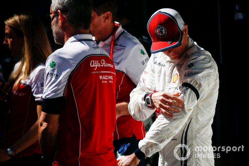 Kimi Raikkonen, Alfa Romeo Racing, Charlie Whiting anısına siyah bant ile