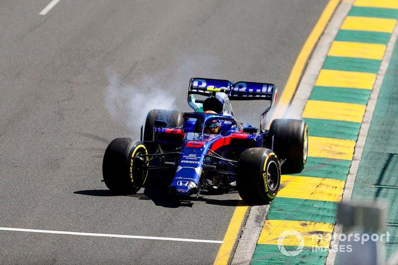 Авария: Александр Элбон, Toro Rosso STR14