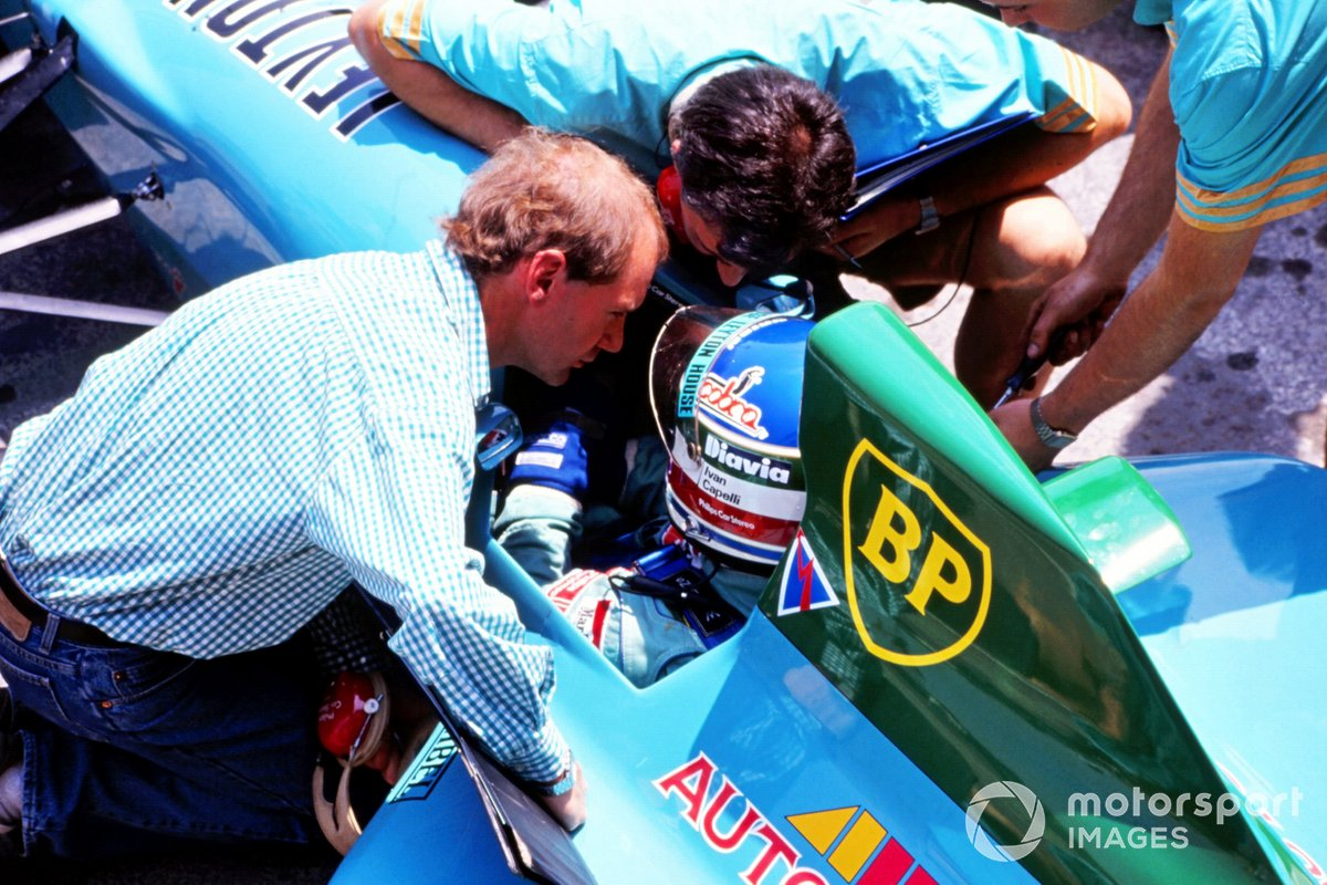 Adrian Newey, Leyton House Designer talks with Ivan Capelli, Leyton House