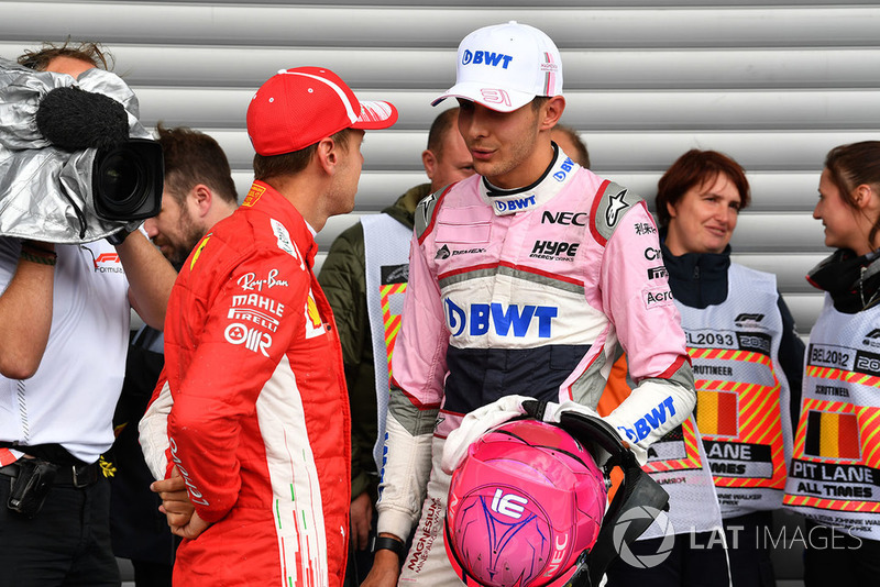 Sebastian Vettel, Ferrari et Esteban Ocon, Racing Point Force India F1 Team, dans le parc fermé