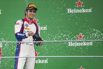 Podium : le vainqueur Pedro Piquet, Trident