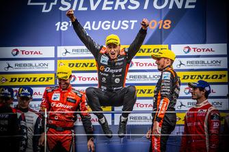 Podio: i vincitori della gara #26 G-Drive Racing Oreca 07 - Gibson: Roman Rusinov, Andrea Pizzitola, Jean-Eric Vergne