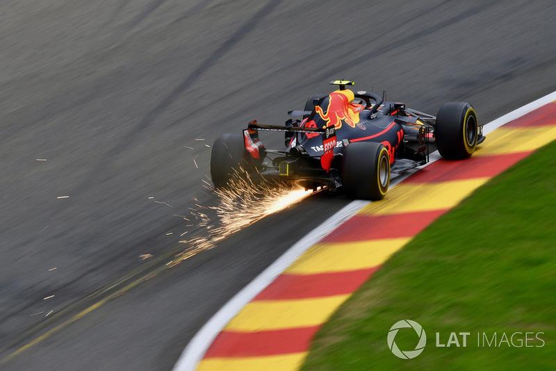 Max Verstappen, Red Bull Racing RB14 chispas