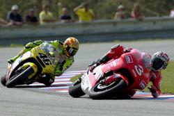 Max Biaggi, Yamaha, crashes in front of Valentino Rossi, Honda