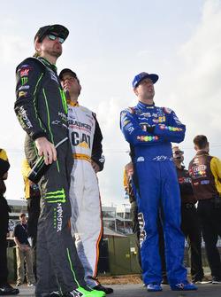 Kurt Busch, Stewart-Haas Racing Ford, Ryan Newman, Richard Childress Racing Chevrolet, Kyle Busch, Joe Gibbs Racing Toyota
