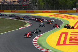 Unfall: Kimi Räikkönen, Ferrari SF70H; Max Verstappen, Red Bull Racing RB13; Sebastian Vettel, Ferrari SF70H
