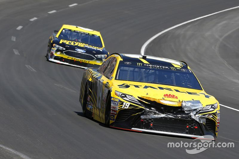 Daniel Suárez, Joe Gibbs Racing, Toyota; Trevor Bayne, Roush Fenway Racing, Ford