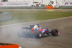Карлос Сайнс-мл., Scuderia Toro Rosso STR12: разворот на трассе