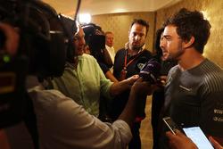 فرناندو ألونسو يتحدث الى وسائل الإعلام