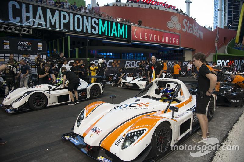 Juan Pablo Montoya, se prepara para competir contra Felipe Massa, conduce el Radical SR3 RSX