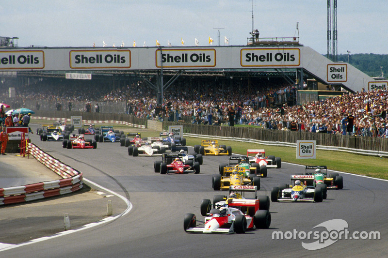 Alain Prost, McLaren MP4/3 leads Nelson Piquet and Nigel Mansell, Williams FW11B