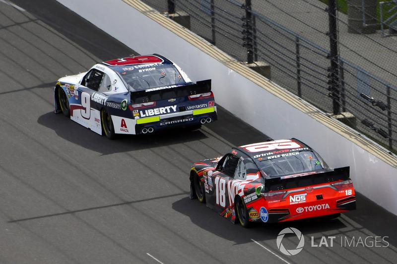 William Byron, JR Motorsports Chevrolet, Kyle Busch, Joe Gibbs Racing Toyota