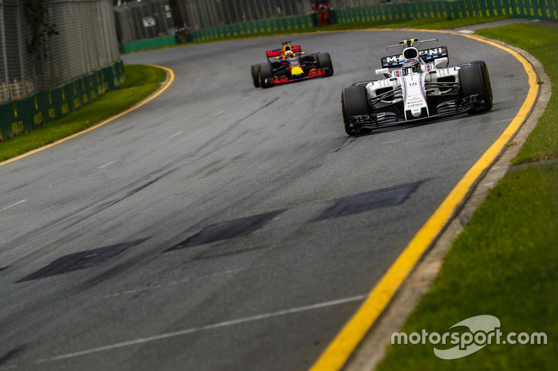 Lance Stroll, Williams FW40, vor Daniel Ricciardo, Red Bull Racing RB13