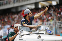 Carlos Sainz Jr., Scuderia Toro Rosso, waves to fans on the drivers parade