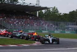 Start: Lewis Hamilton, Mercedes AMG F1 W08, Max Verstappen, Red Bull Racing RB13, Valtteri Bottas, Mercedes AMG F1 W08, Sebastian Vettel, Ferrari SF70H
