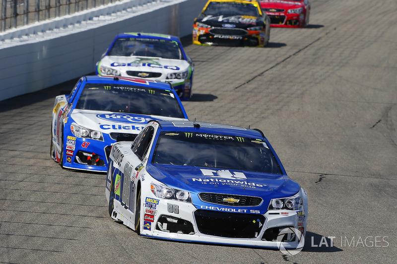 Dale Earnhardt Jr., Hendrick Motorsports Chevrolet, A.J. Allmendinger, JTG Daugherty Racing Chevrolet