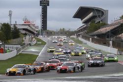 Salida #17 Belgian Audi Club Team WRT Audi R8 LMS: Stuart Leonard, Robin Frijns, Jake Dennis