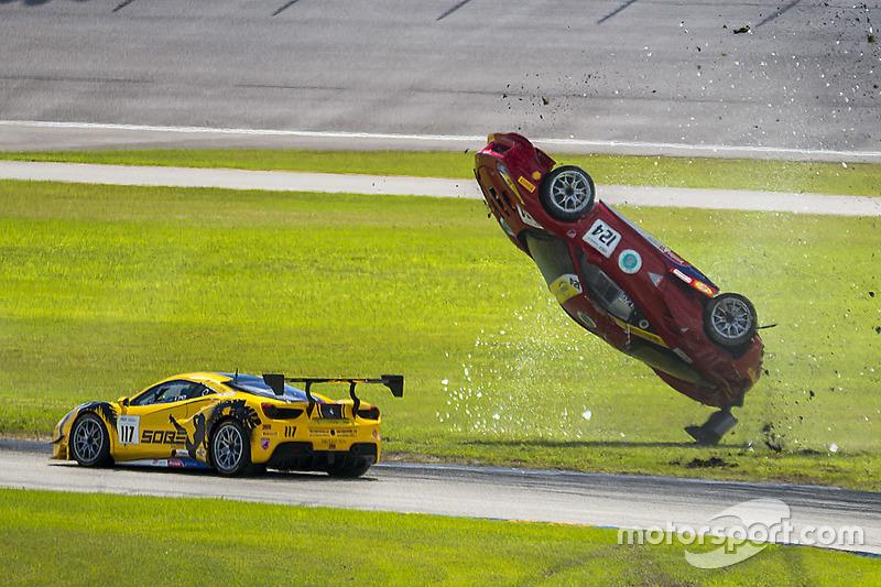 #124 Ferrari of Long Island Ferrari 488 Challenge: Джером Якалоне, аварія