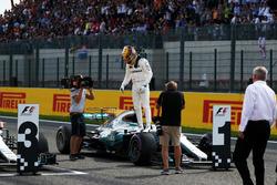 Polesitter Lewis Hamilton, Mercedes-Benz F1 W08  in parc ferme