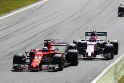 Sebastian Vettel, Ferrari SF70H, Esteban Ocon, Force India F1 VJM10