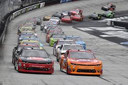 Start: Austin Dillon, Richard Childress Racing Chevrolet, Kyle Larson, Chip Ganassi Racing Chevrolet lead