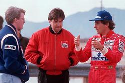 Ayrton Senna speaks with Paul Tracy and Nigel Beresford, Team Penske