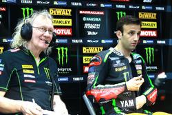 Johann Zarco, Monster Yamaha Tech 3 avec un membre de son équipe
