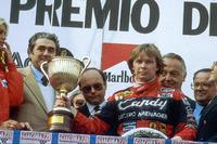 Podium : le vainqueur Didier Pironi