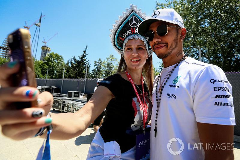 Lewis Hamilton, Mercedes AMG F1, Selfie mit Fan