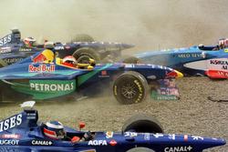 Crash: Jarno Trulli, Olivier Panis, Prost AP01; Johnny Herbert, Sauber and Alexander Wurz, Benetton