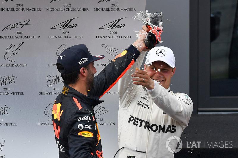 Подіум: переможець гонки гонки Валттері Боттас, Mercedes AMG F1, третє місце Даніель Ріккардо, Red Bull Racing