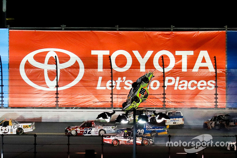 5. Matt Crafton, ThorSport Racing Toyota, in volo