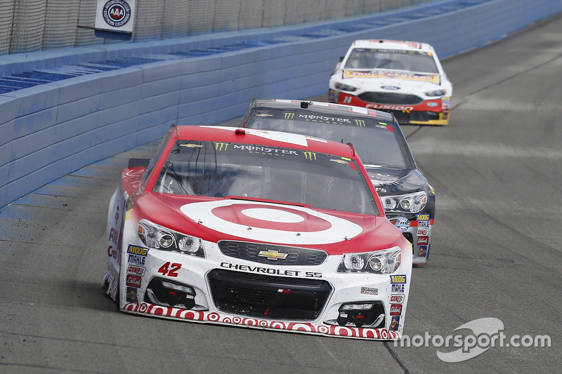 Kyle Larson, Chip Ganassi Racing, Chevrolet; Jeffrey Earnhardt, Circle Sport - The Motorsports Group, Chevrolet