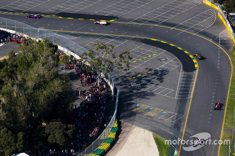 Nico Hulkenberg, Renault Sport F1 Team RS17, Fernando Alonso, McLaren MCL32 y Esteban Ocon, Force In
